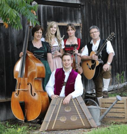 """Saitenmusik Salteris musiziert in der """"Alten Kirche"""" Mochenwangen"""